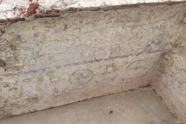 На уровне стен и начала сводов сохранился так называемый пещерный храм.