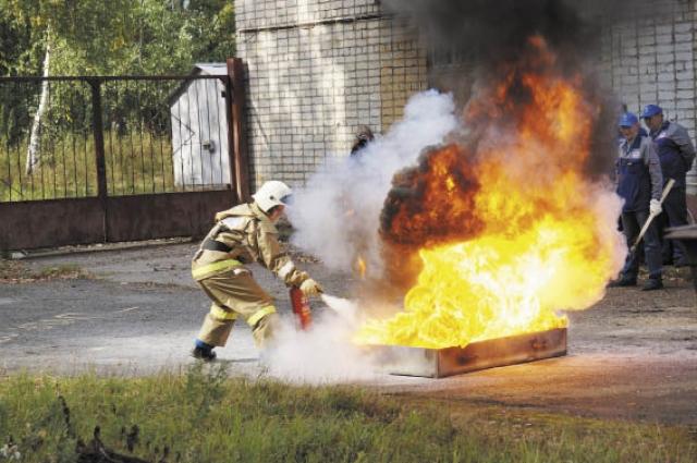 Пожарная эстафета - самая зрелищная часть соревнований. Лучшей в этом этапе стала команда Воткинской ГЭС.