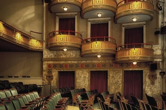 В Омске любительские театральные коллективы выбирают лучшие драматургические произведения современности.
