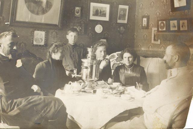 Чаепитие в доме Боратынских.