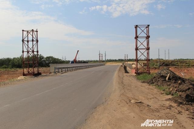 В прилегающих к «железке» населённых пунктах обновляют автомобильные дороги, строят мосты.