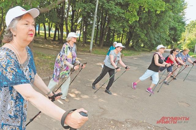 Скандинавская ходьба– одно изпопулярных занятий упенсионеров вРаменках.