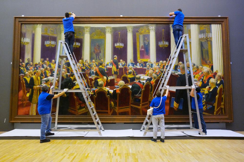 «Заседание Государственного совета»— самая большая картина, которую Илья Репин написал засвою жизнь. Видимо, картина меньшего размера невместилабы всех высших чиновников России.