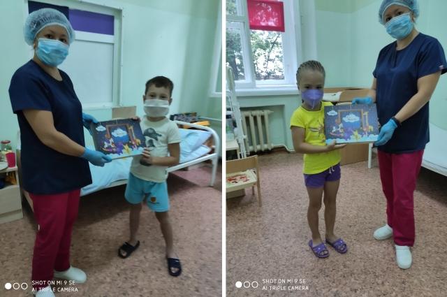 Подарки для маленьких пациентов.