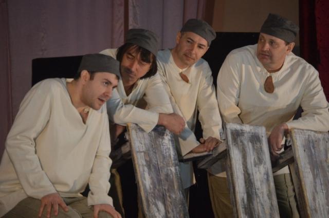 Сцена из постановки «Воля-волюшка» по мотивам творчества Достоевского.