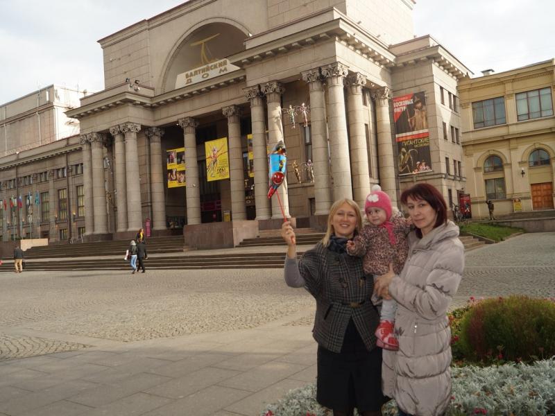 В Петербург за Алисой приехала бабушка
