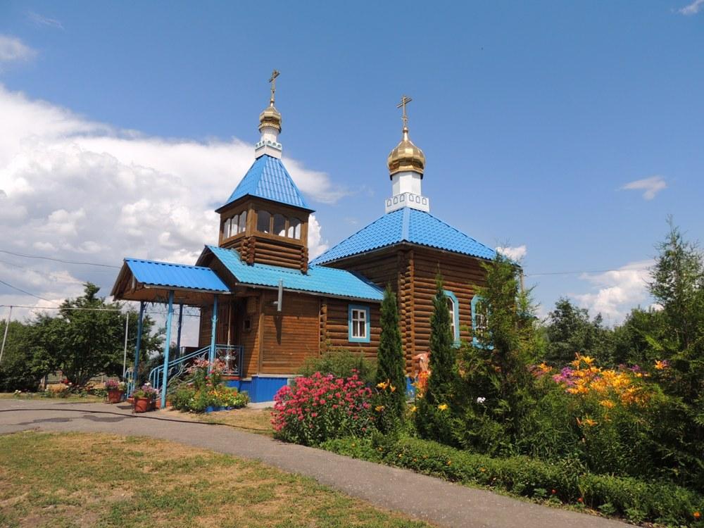 Покровский храм в хуторе Ветютнев Фроловского района Волгоградской области, который мечтают расширить пасечники