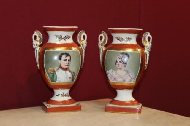Пара ваз, декорированная изображениями Наполеона Бонапарта и Жозефины Богарне