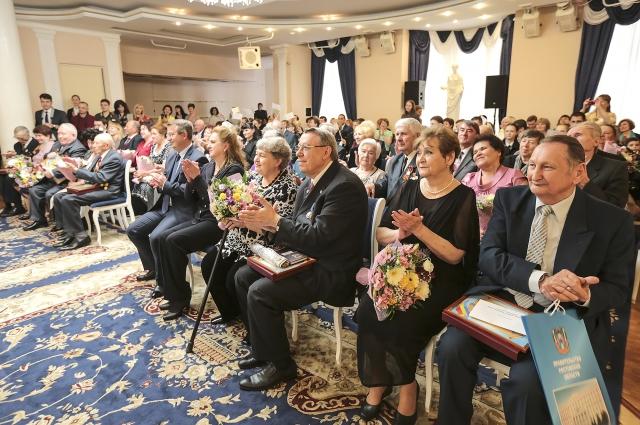 На чествовании семейных пар в Ростовском общественно собрании.