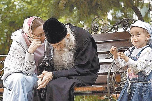 За советом к старцу едут в ключевые моменты жизни.