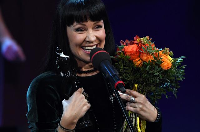 Актриса Нонна Гришаева, получившая награду в номинации «Лучшая женская роль» (Спектакль «Про мою маму и про меня» Московски облстной ТЮЗ), на церемонии вручения зрительской театральной премии