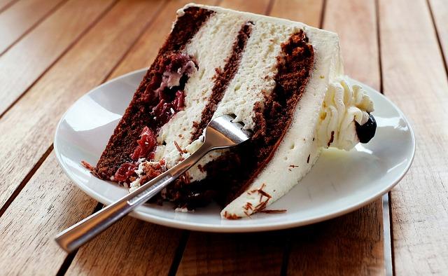 Основой для тортов без выпечки часто становится печенье.