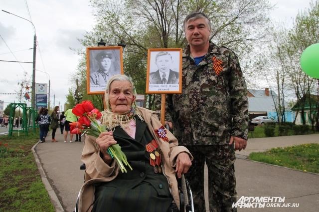 Евгений Горюнов со своей мамой.