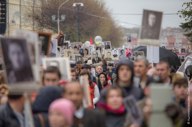 В колонне по площади Ленина прошли более 25 тыс. человек.