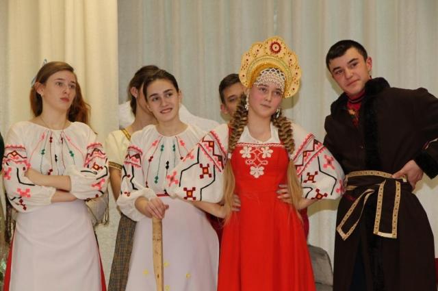 Школьники с удоволствием участвуют в творческих конкурсах.