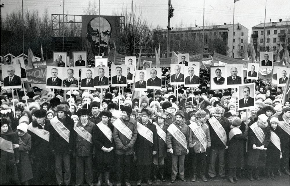 23 ноября 1982 года переименование Челнов в Брежнев отметили  митингом.