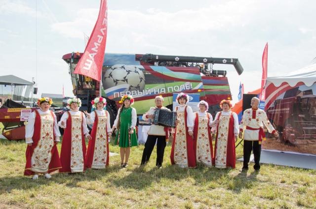 Этот зерноуборочный комбайн по своей работоспособности подстать Акинфееву, Дзюбе и Смолову - только в аграрных делах.