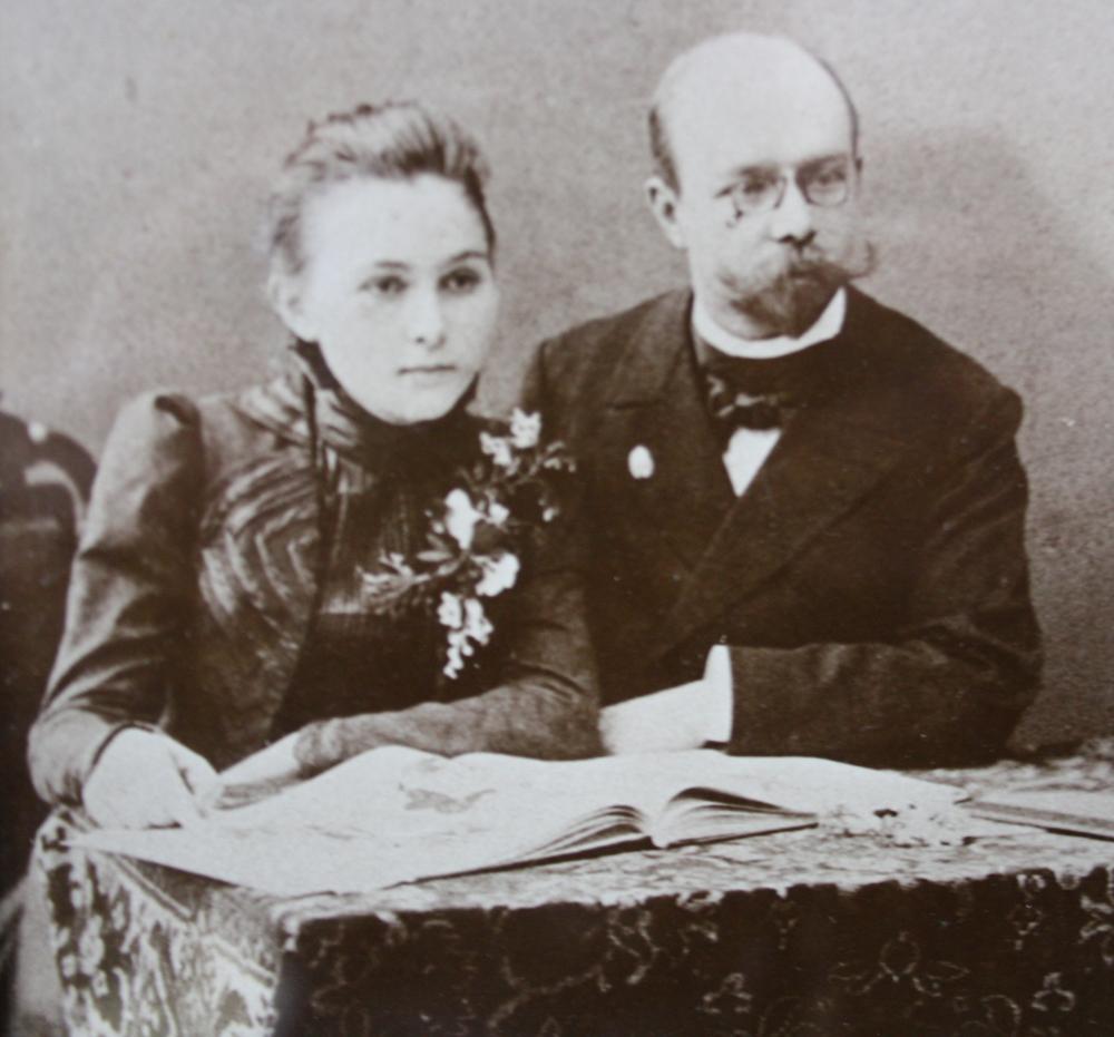Сестра Арбузова с мужем - известным архитектором Карлом Мюфке.