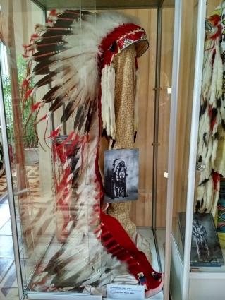индейский головной убор из орлиных перьев
