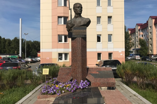 Памятник Платону Лопареву
