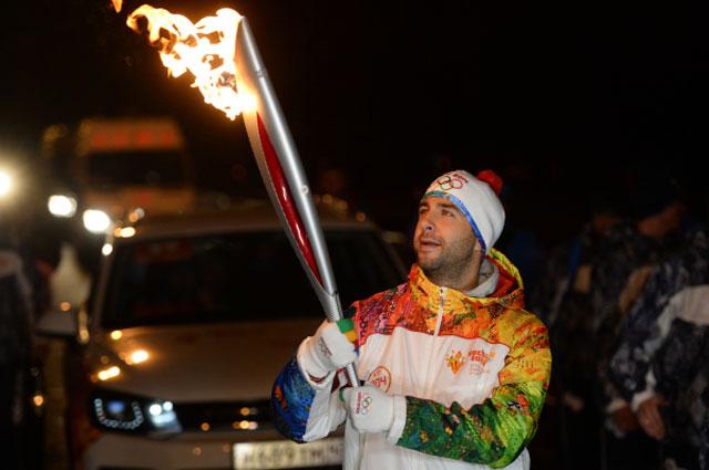 Иван Ургант во время эстафеты Олимпийского огня в Москве. 2013 год