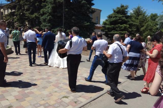 В этот день в Чалтыре игралось 15 свадеб!