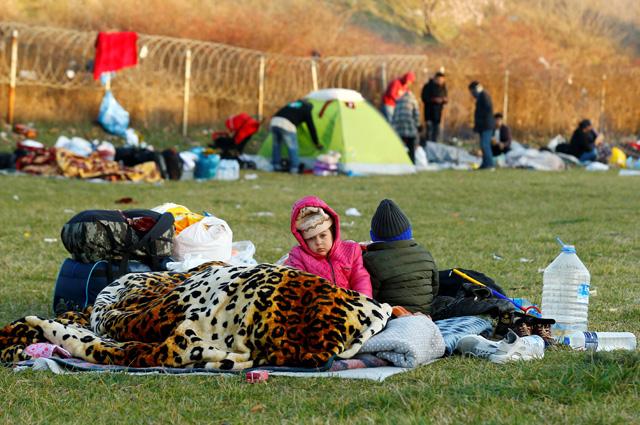 Дети беженцев на турецко-греческой границе.