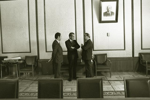 Официальный визит президента США Ричарда Никсона в СССР. В общении лидеров двух сверхдержав помогал Виктор Суходрев. 1974 год