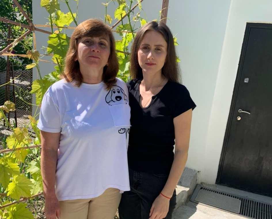 Фатмашерфе Шерфединова с дочерью Лилей.