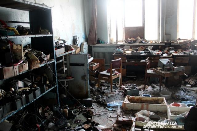 Комната с телефонами.