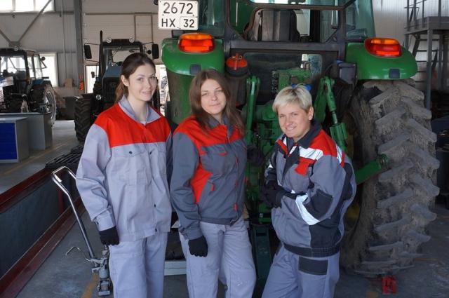 В агропромышленном холдинге продвигают проект первой женской тракторной бригады