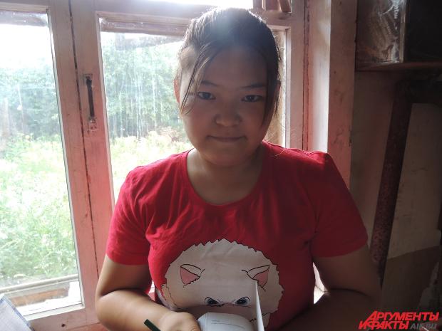 Ангелина 15-летняя девочка, которая мечтала попасть в школу несколько лет