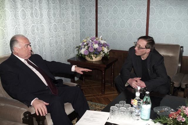 Премьер-министр РФ Виктор Черномырдин и Михаил Шемякин. 1996 год.