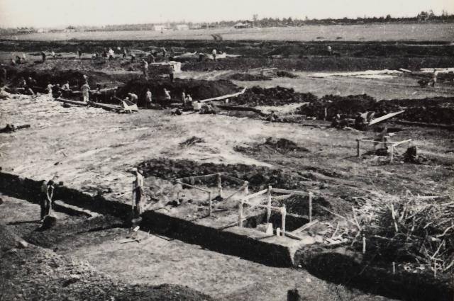 С 1944 многие трудармейцы работали прорабами и инженерами.