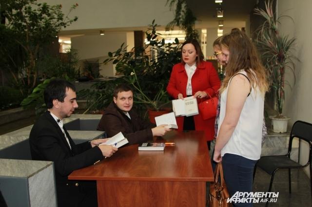 Российские пранкёры посетят 12 городов России, где презентуют книгу «По ком звонит телефон».