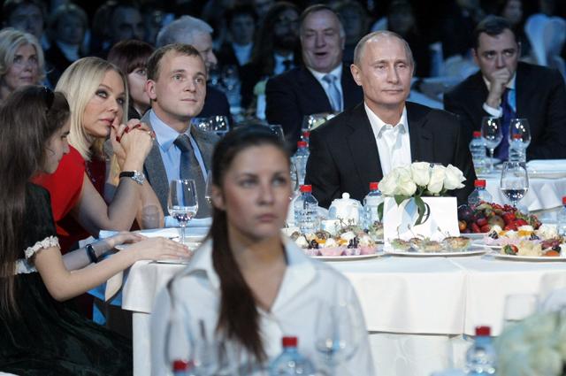 10 декабря 2010 г. Благотворительный концерт в Ледовом дворце Санкт-Петербурга.