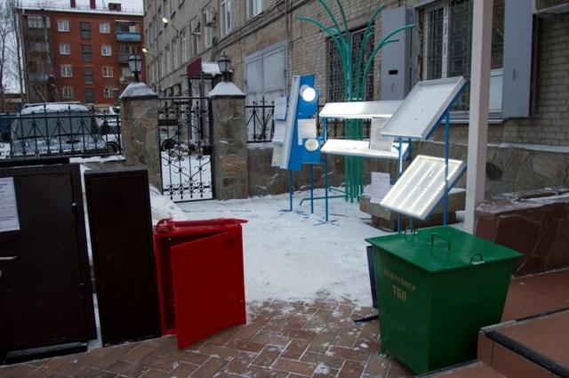 Многие изделия есть на улицах Омска.