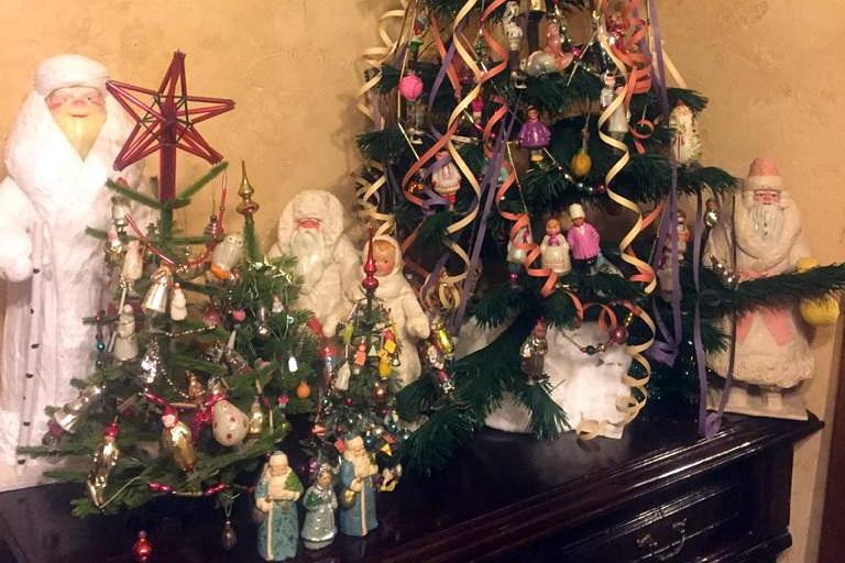 Ольга наряжает на Новый год много ёлок.