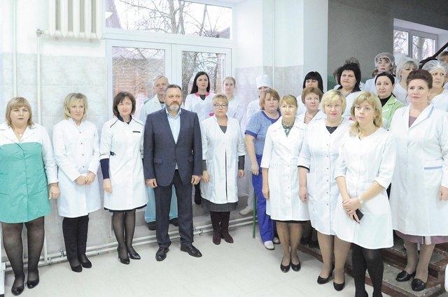Среди врачей, которые сейчас трудятся в Клинцах, немало специалистов из других регионов - Курска, Смоленска, Оренбурга и даже соседней Белоруссии.Как говорят молодые специалисты, в Брянскую область они приехали, потому что здесь условия лучше.