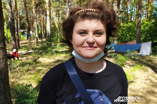 Руководитель театральной студии Наталья Широкова уверена: в спектаклях должны играть не только выздоровевшие дети, но и их родители, братья и сестры.
