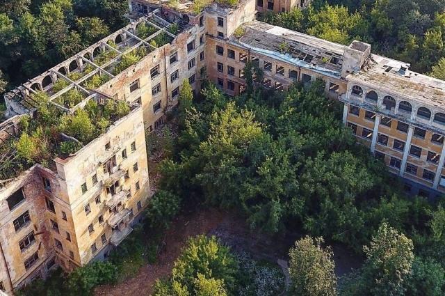 Вид на больницу с высоты птичьего полёта в наши дни.