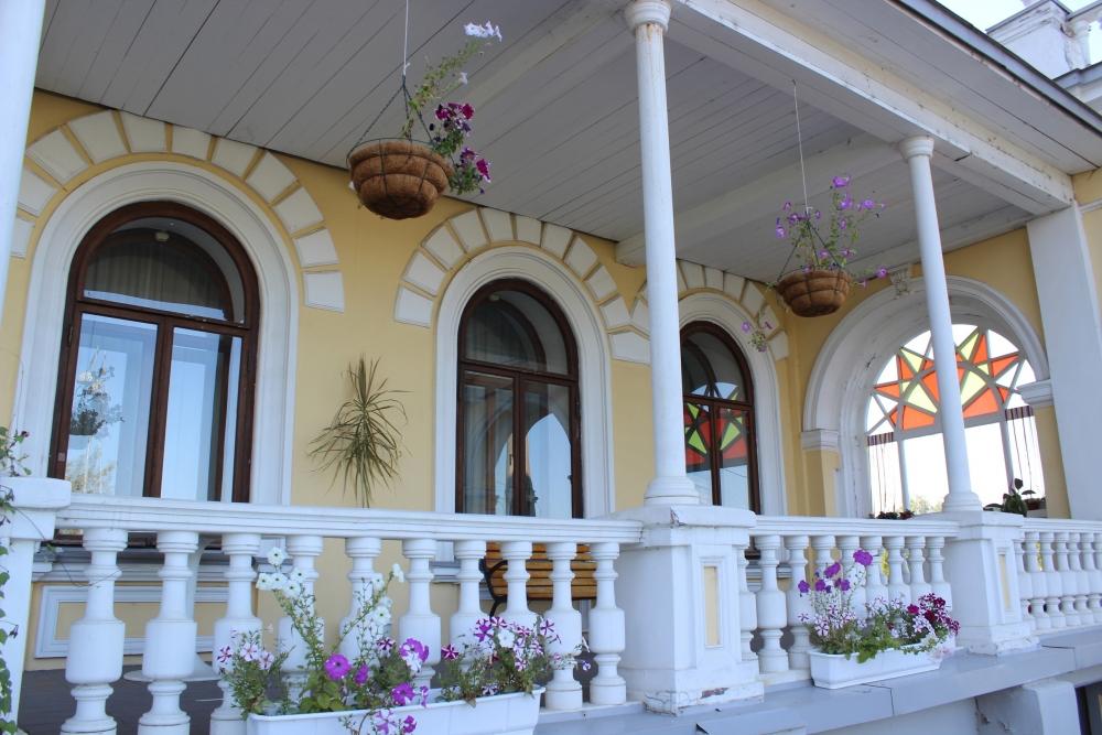 Цветы – неотъемлемое украшение особняка Мешкова.