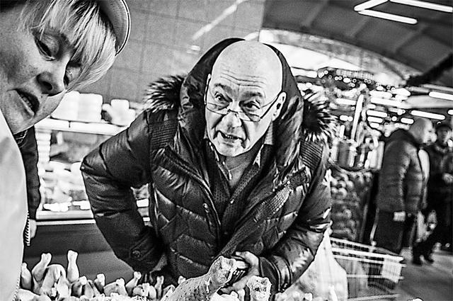 Я люблю атмосферу рынка, где часто попадаются яркие люди. Они смешно предлагают. Кавказцы часто зовут меня: Дядя, иди сюда