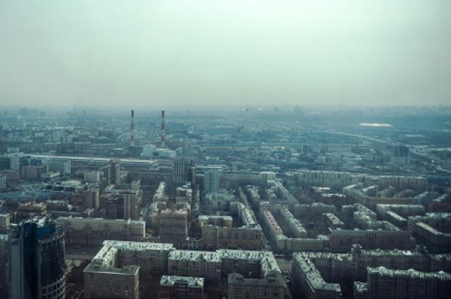 Вид на город со смотровой площадки на 58-м этаже башни Империя бизнес-центра Москва-Сити