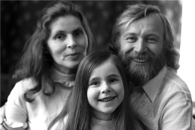 Иннокентий Смоктуновский и женой Суламифью и дочерью Машей