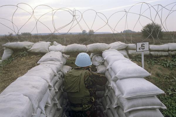 Сербская Краина. Российский блокпост на линии разделения огня между хорватскими и сербскими подразделениями недалеко от города Оролик