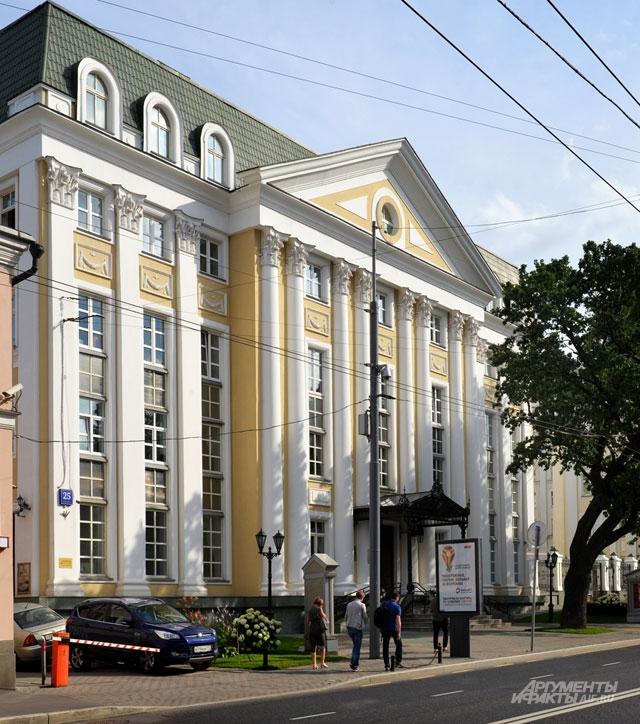 Центр оперного пения Галины Вишневской - учебное заведение, включающее в себя оперный театр.
