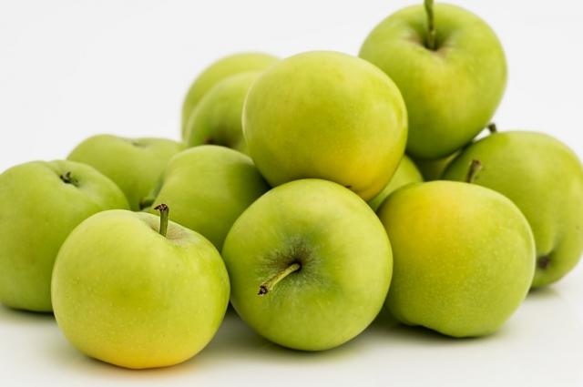 Яблоки добавят кислинки и пикантности блюду.