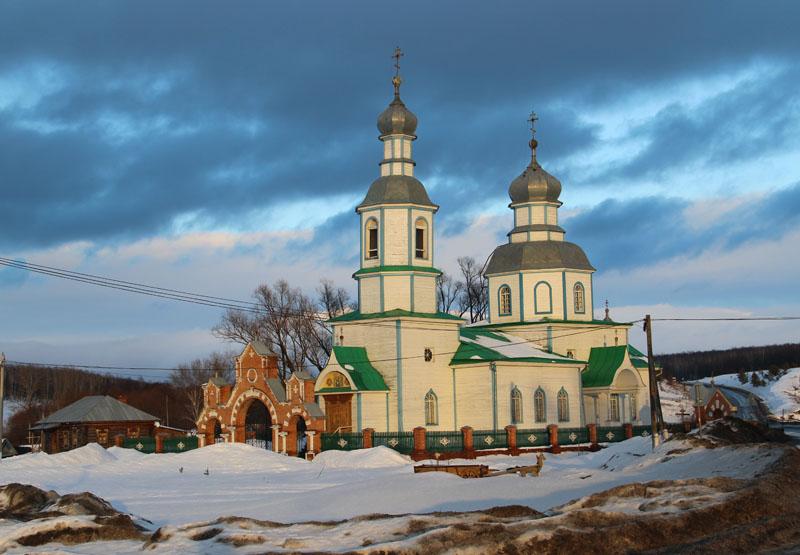 Когда подъезжаешь к Прислонихе, церковь – первое, что бросается в глаза. 4 февраля 2016 г.