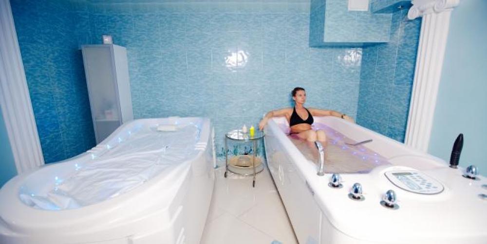 Водные процедуры помогают усилить детокс-эффект.
